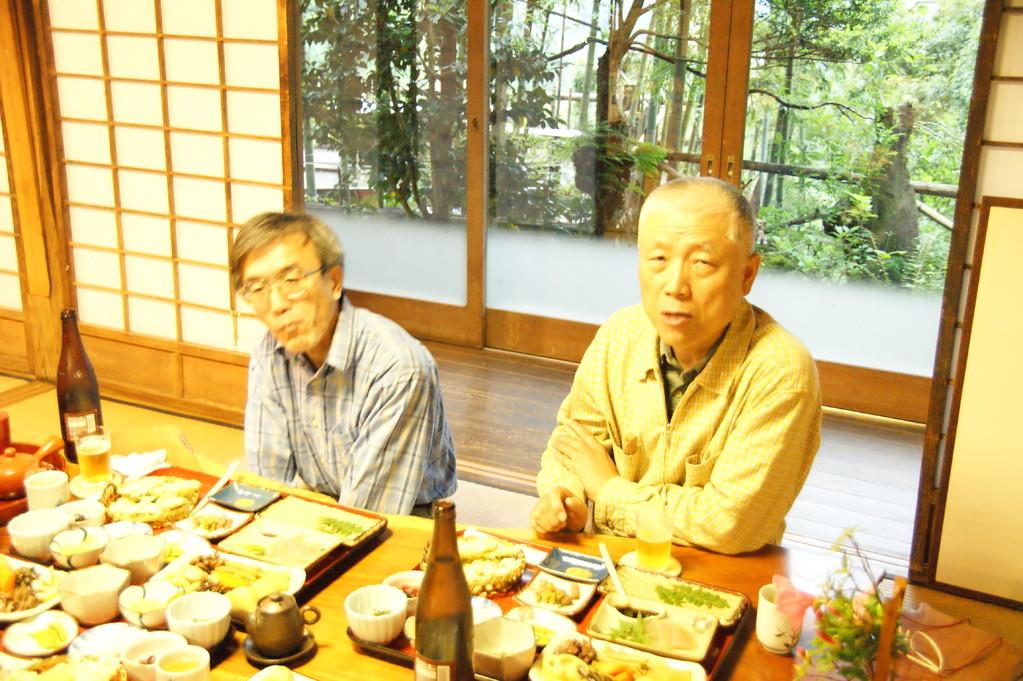 夕食中のJK1NSR/JA1JOL