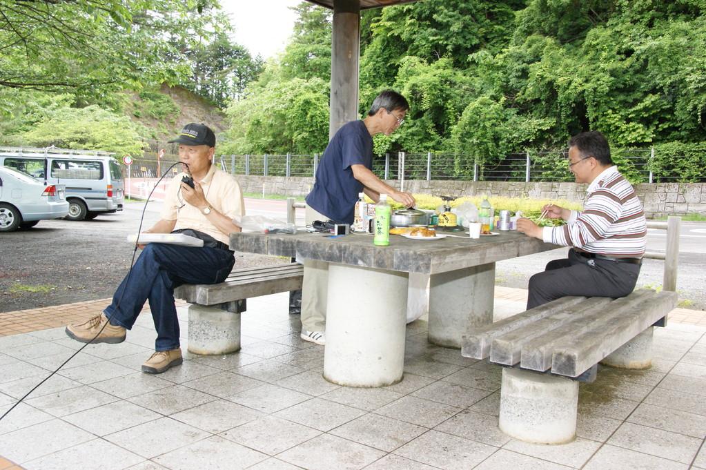 浅間尾根駐車場での昼食