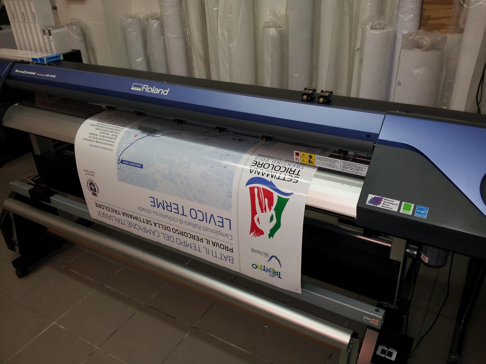 Stampa adesivi, banner, etichette con taglio sagomato