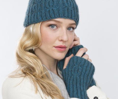 CABLE RIB HAT & WRISTERS- Holli Yeoh