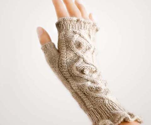 RUFFLED FINGERLESS MITTENS- Designed by Marjorie Mitchell