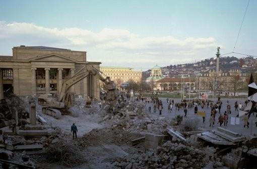 Многие подумают, что это снос палаток в Москве в 2016, но нет.   Штутгарт, 2002 (credit: stn.de)