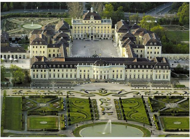 Барочный замочк Людвигсбург — единственный не пострадавший от войны замок в земле Баден-Вюртемберг (credits: barockerlebnis.de)