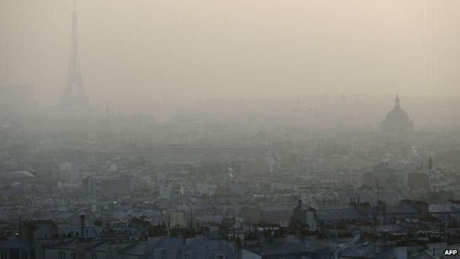 Смог в Париже является невыдуманной проблемой (credits: bbc.com)