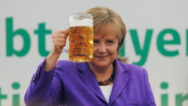 """""""Prost!"""" —  говорят немцы, поднимая кружку пива, и """"zum Wohl"""" — поднимая бокал вина"""