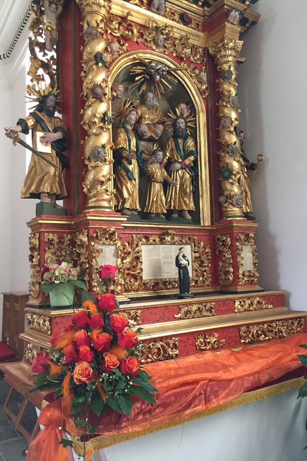 Rechts: Altar der hl. Familie