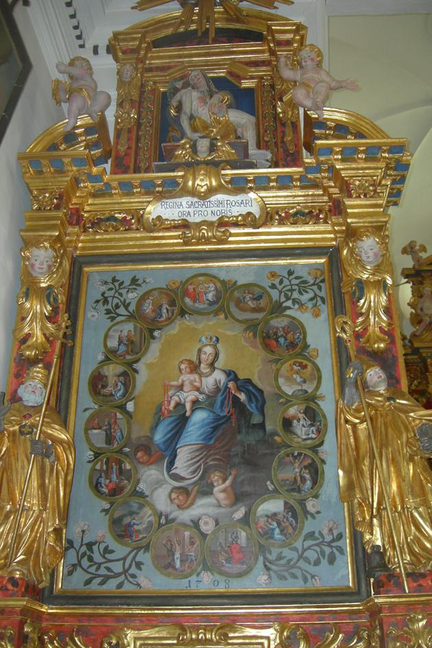 Links: Rosenkranzaltar mit Bild der hl. Jungfrau mit den 15 Medaillons