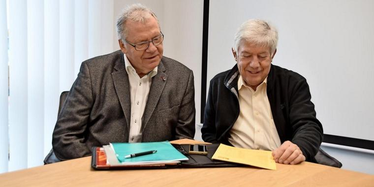"""""""Wir haben das Für und Wider lange abgewogen"""": Hartmut Büttner und Heinrich Dannenbrink von der CDU/FDP-Gruppe im Rat sprechen sich für einen Neubau der IGS Garbsen auf dem bestehenden Gelände aus. Quelle: Gerko Naumann (www.haz.de)"""