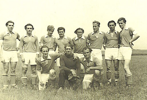 Team 1950 / 1. Mannschaft - v.v.l. Eugen Wiggenhauser, Felix Bulach, Otto Kehrle. - h.v.l.Gebhard Mehrle, Horst Bauholdt, Preustett, Bruno Lehn, Josef Kopp, Hugo Wiggenhauser, ?????, Hubert Wiggenhauser