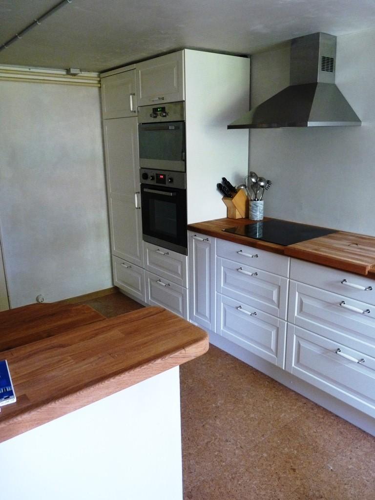 IKEA-Küche, professionell durch uns montiert und nach Kundenwunsch angepasst.
