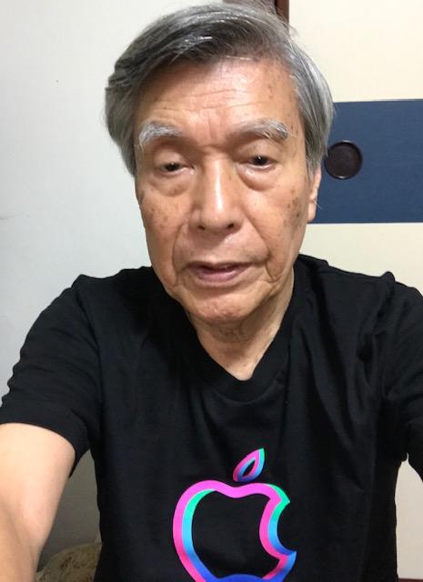 ☆お土産にいただいたApple渋谷店のロゴマークの入ったTシャツ。26日のオープンには先着何名様(聞き洩らしました)に同じTシャツがもらえるそうです。