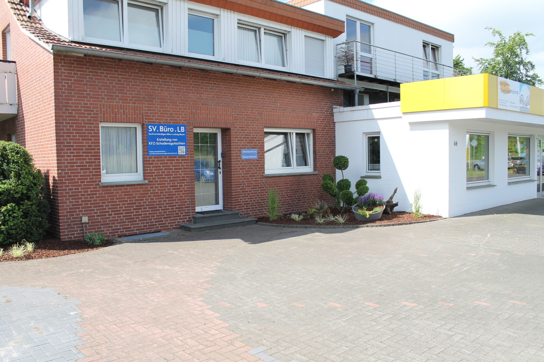 Eingang neben Autohaus Baum / SV.Büro.LB