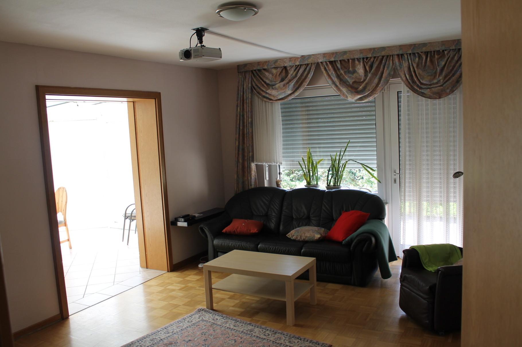 Wohnung 1  Wohnzimmer mit Beamer