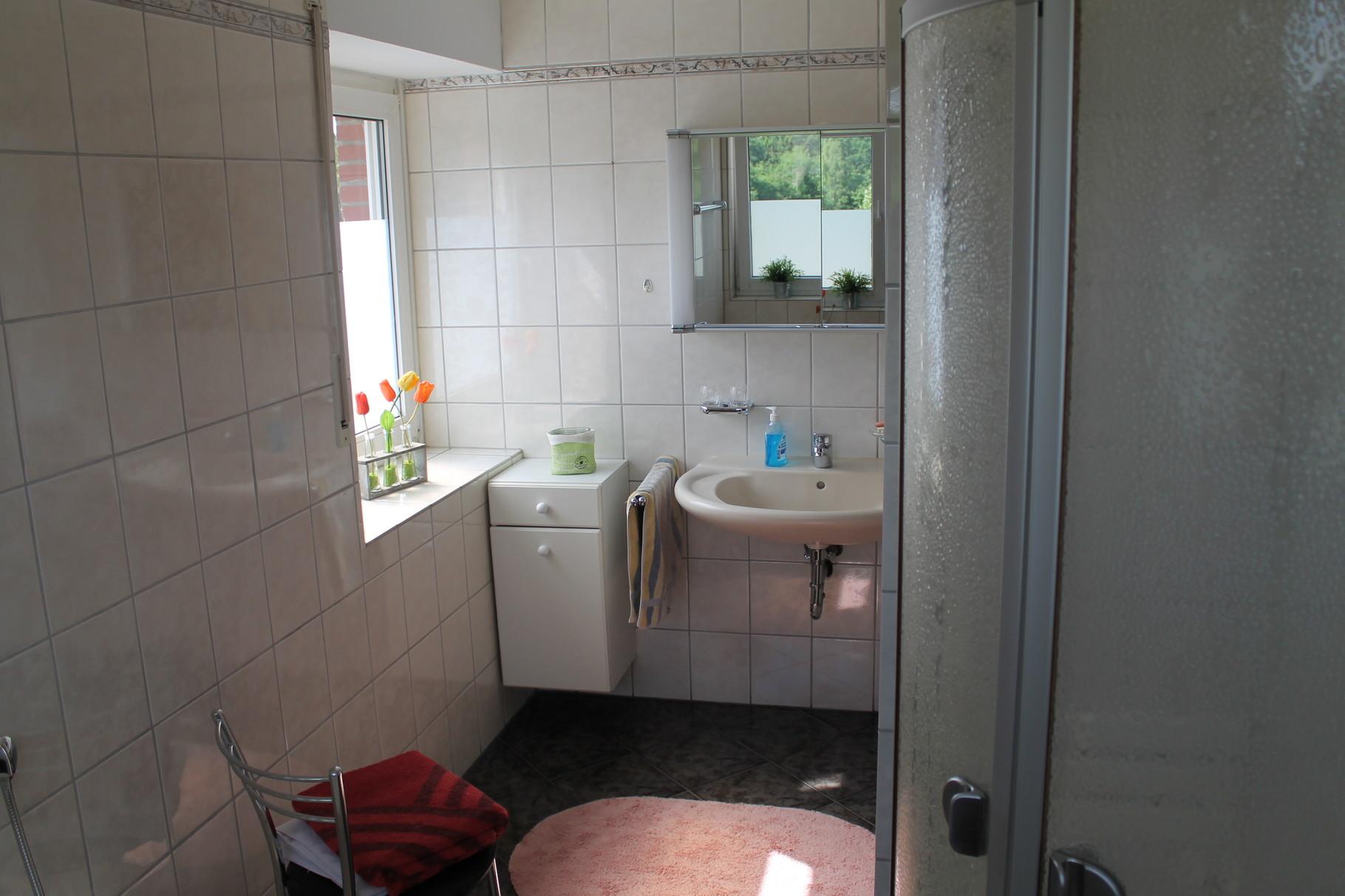 Wohnung 1  --     1 Bad und noch  zusätzlich 2 seperate WC