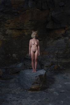 Bärengeschichten - Bärenfrau, Maske aus Pappelholz bemalt, Projekt mit Daniel Torz 2016, Foto: Daniel Torz