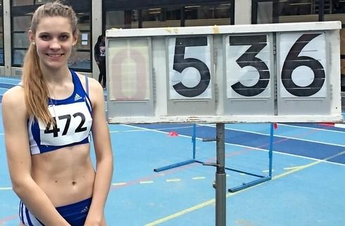 Sara Hannemann vom VfL Stade hat bei den Hallen-Niedersachsenmeisterschaften 5,36 Meter im Weitsprung geschafft und gewann den Titel.