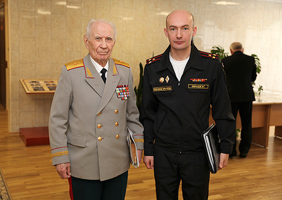 V. Kiknadze: Press tour of the media of Belarus and Russia. Left - S.A. Tyushkevich. Moscow, Institute of Military History, April 2015