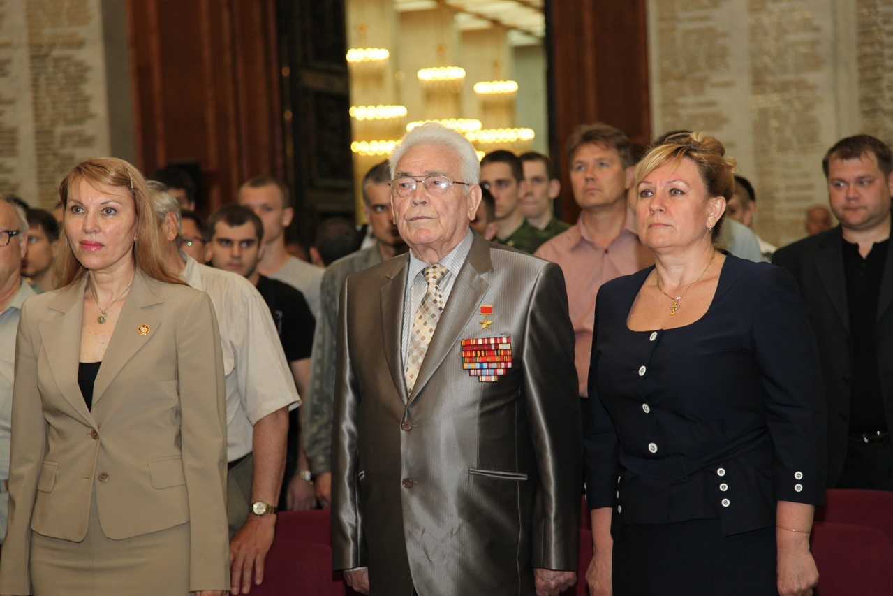К.К. Латыпов, О.В. Фаллер и участники Олимпиады в Зале Славы Центрального музея Великой Отечественной войны