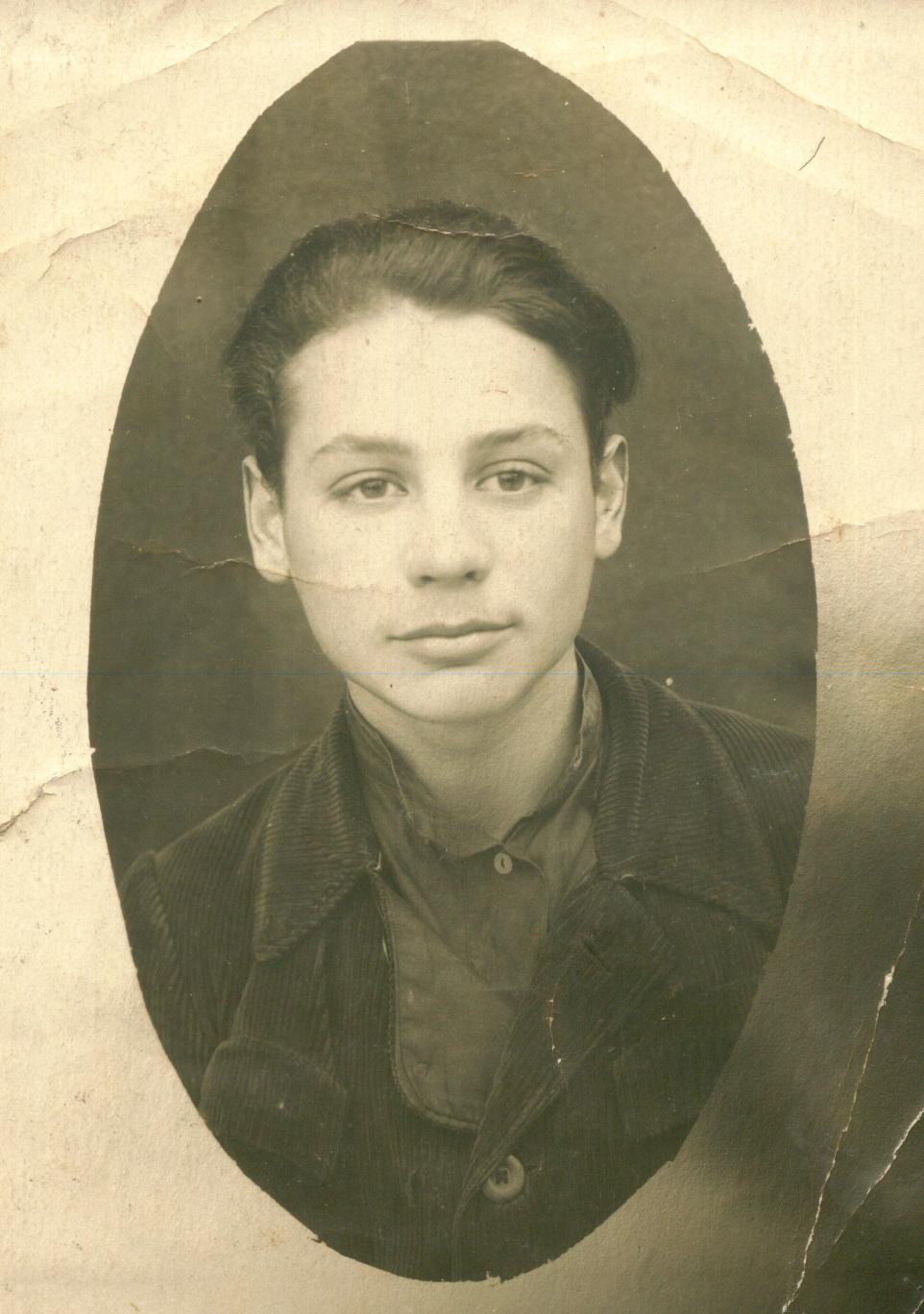 Лейба Смиловицкий накануне ухода в Красную армию, ст. Туймаза, Уфимской области Башкирской АССР, зима 1942 г.