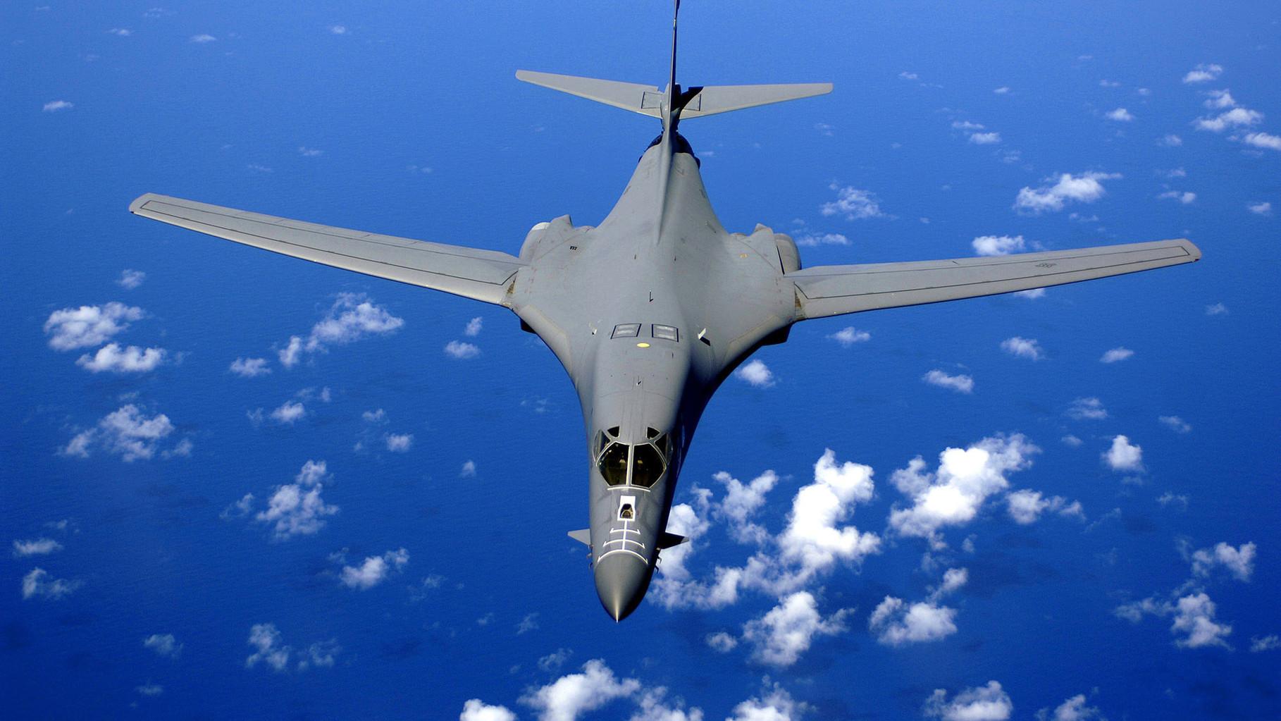 Стратегический бомбардировщик США В-1В