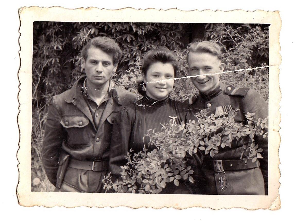 Смиловицкий Л.М. с боевыми товарищами, Германия, 1947 г.