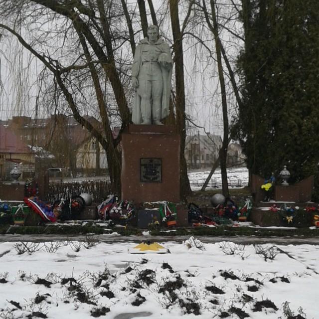 Памятник героям Великой Отечественной войны, требующий ремонта  (г. Краснознаменск)