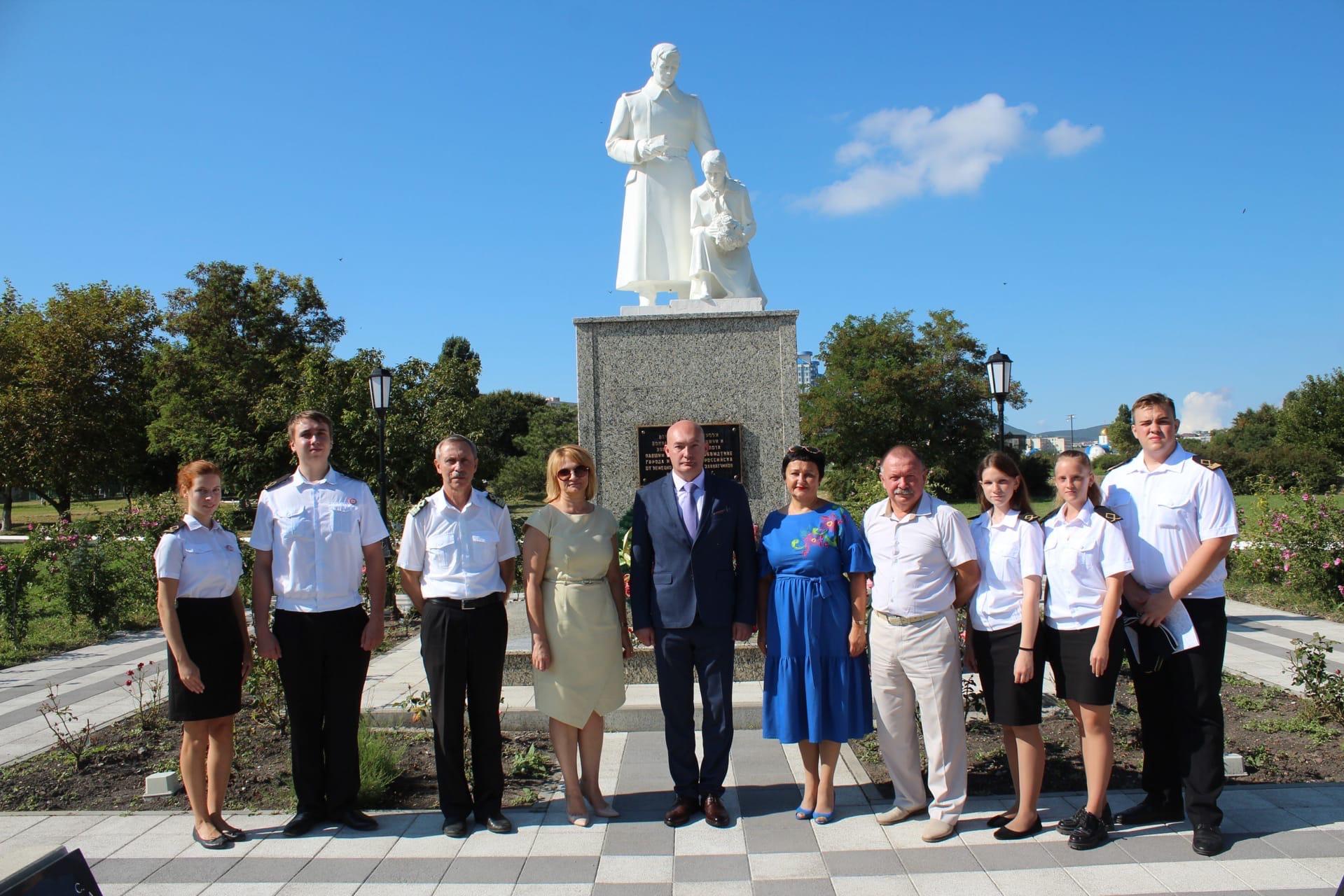 """Memorial """"Alley of Victory"""", I. Sidorov, T. Lokhova, V. Kiknadze, S. Panchenko, State Maritime University, Novorossiysk, 14.9.2021"""