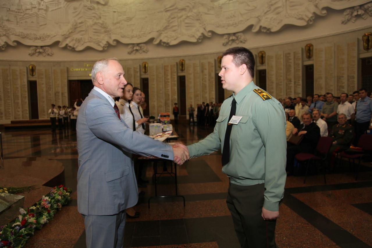 Победителей награждает заместитель президента ВГТРК А.А. Зданович