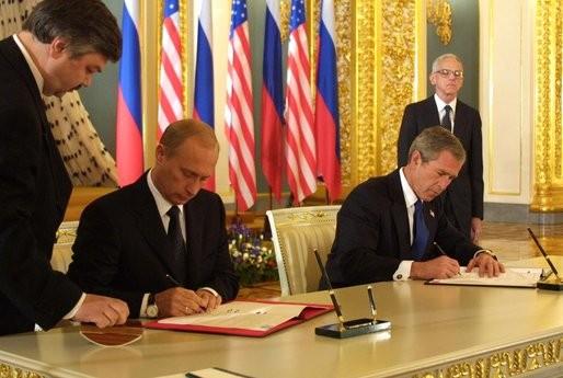 Подписание Договора В.В. Путиным и Д.Бушем мл., Москва, 24 мая 2002 г.