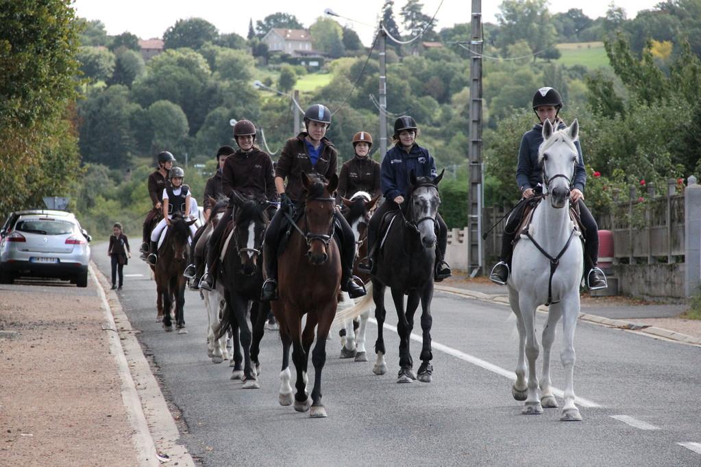 Départ pour un défilé dans les rues de Vic le Comte