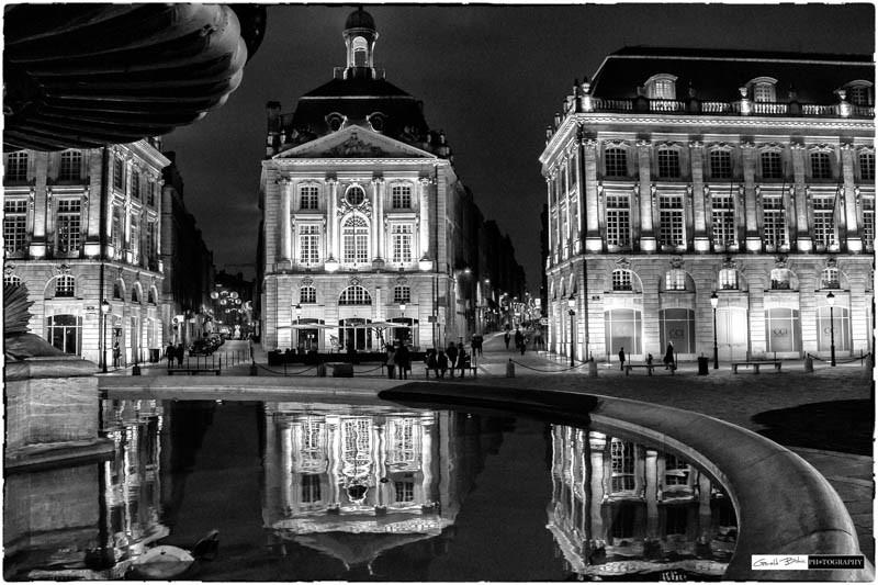 Bordeaux, devant la place de la bourse, reflet dans la fontaine