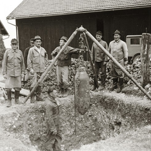 Das knapp 20 m südlich vom Barockhaus geborgene 5-Zentner-Bomben-Exemplar