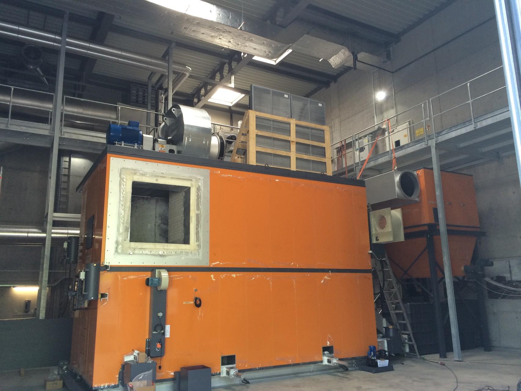 Fertig isolierte Brennkammer (4.200 kW) mit Öffnung für Heissgaskanal