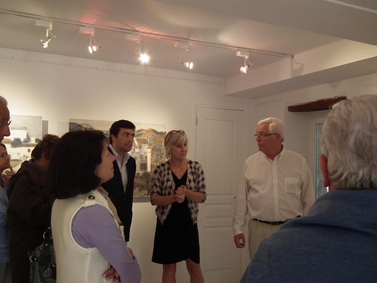 Presentación de Sylvie Sapone, la galerista.