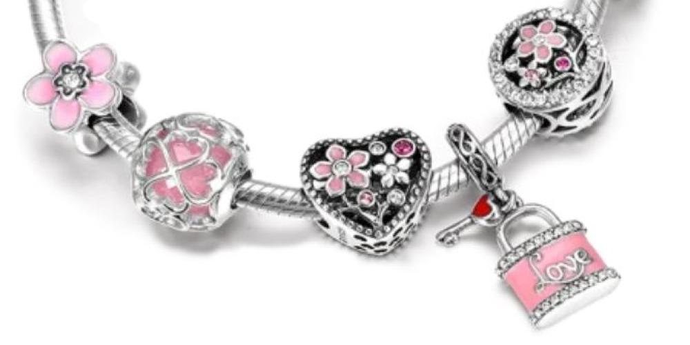 Attachement, ruban de vie et bracelet de charms