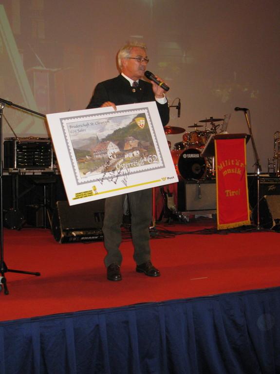 Die Vorstellung der Briefmarke wurde vom Postgeneraldirektor Herrn Dr. Pölzl vorgenommen