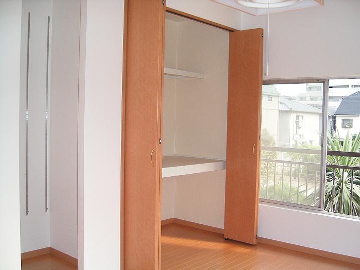 押入→クローゼット&本棚