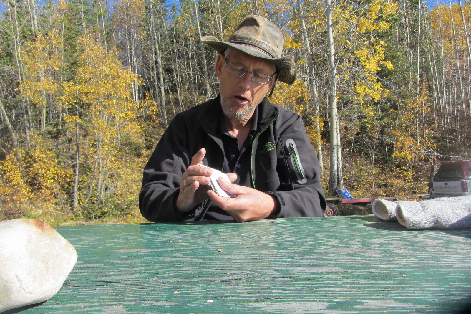 Warten am Ufer des Quiet Lake auf Tom, unseren Abholdienst