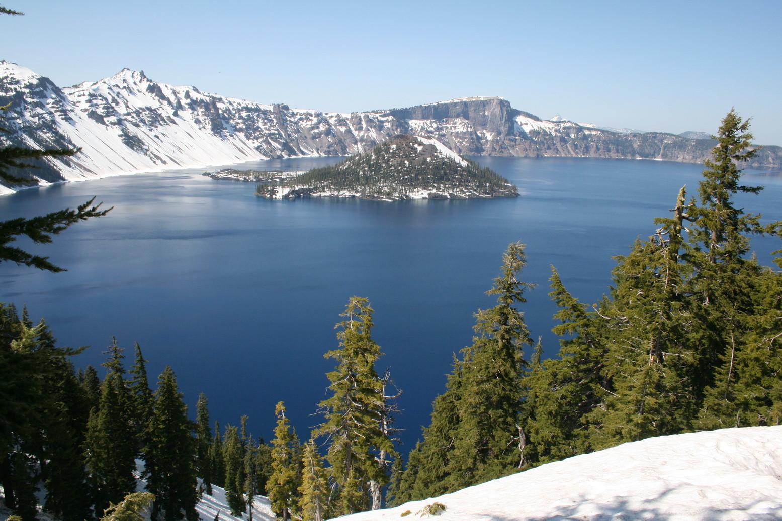 Der Crater Lake (Oregon) im Frühjahr