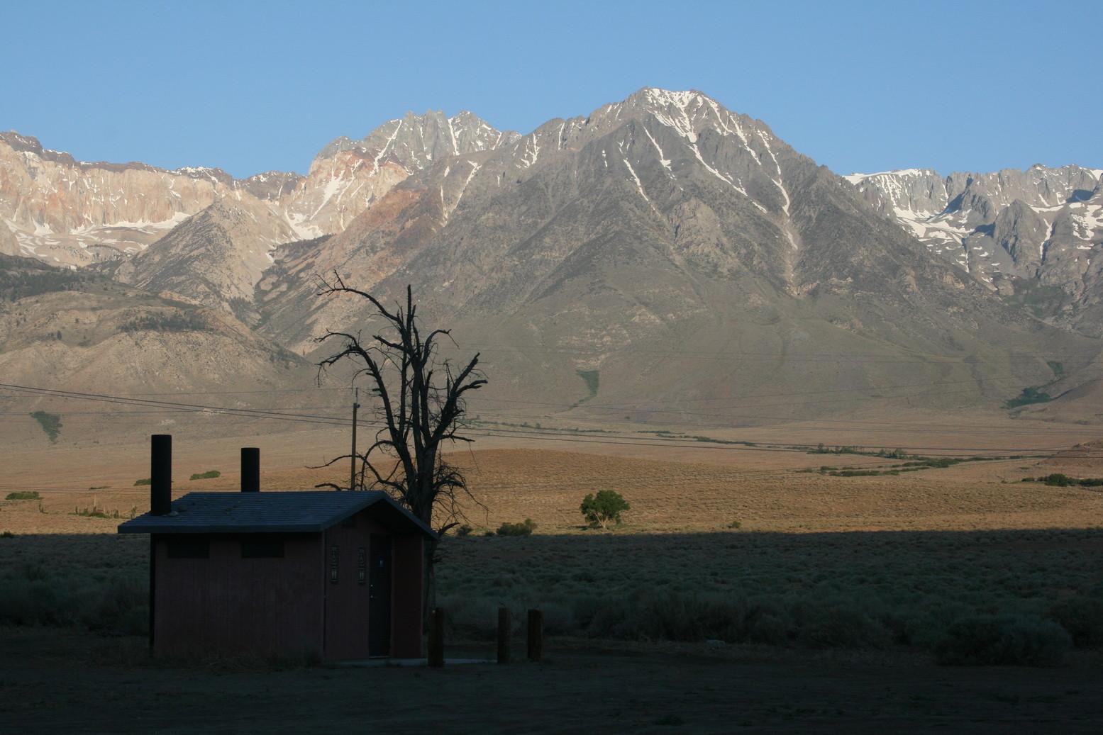 Blick von einem Campground auf die  Sierra Nevada