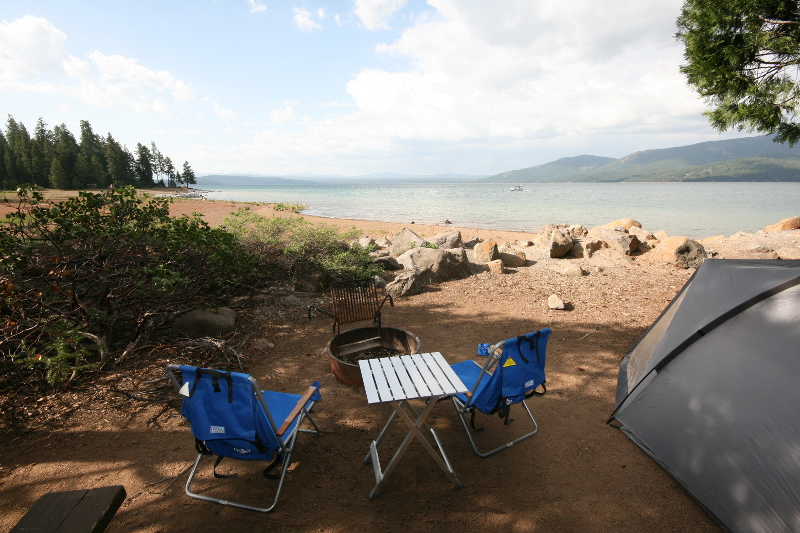 Campground am Ufer des Lake Almanor