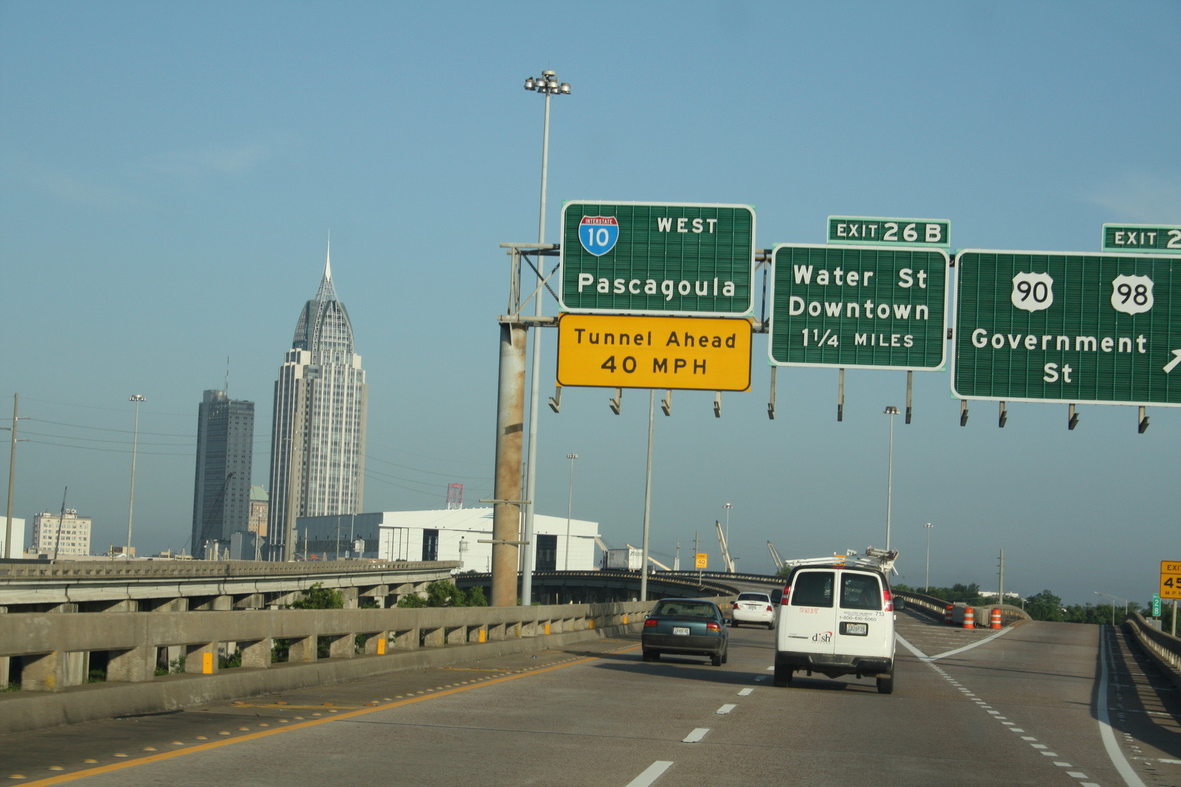Im Hintergrund der Ort Pascagoula in Alabama