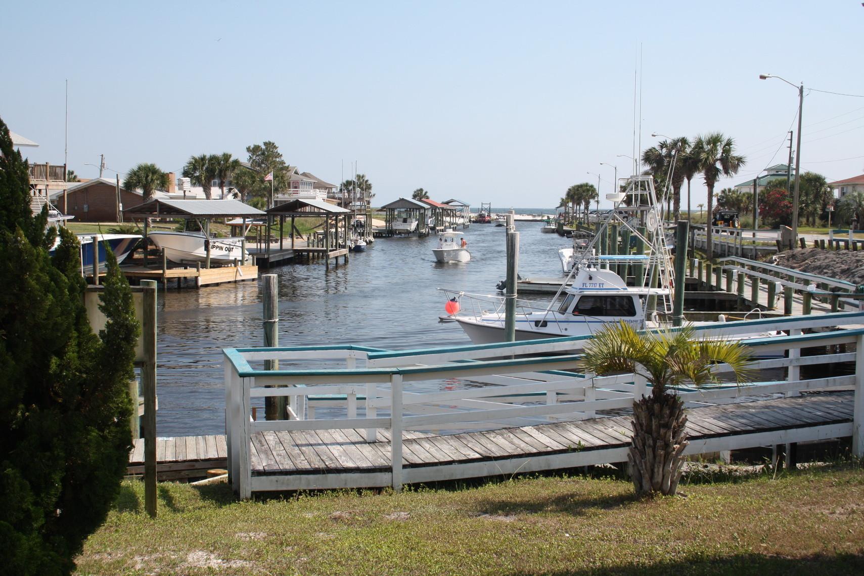 Kleiner Ort mit Hafen am Golf von Mexico