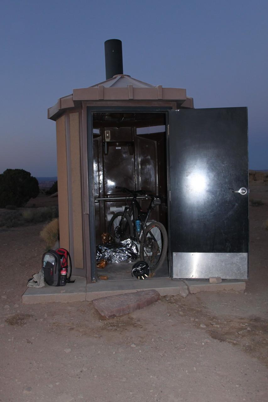 Hierin habe ich neben meinem Fahrrad übernachtet.