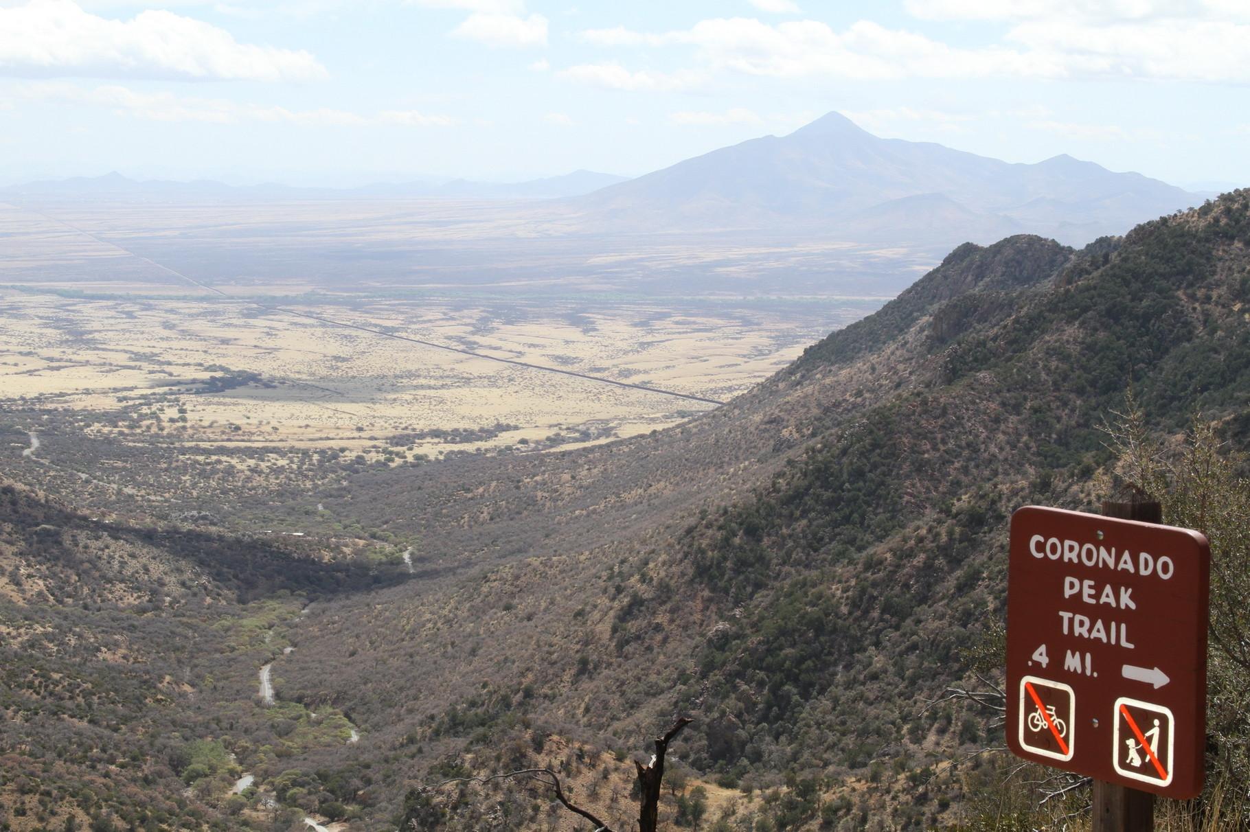 Im Tal ist die Grenze zu Mexiko zu erkennen.