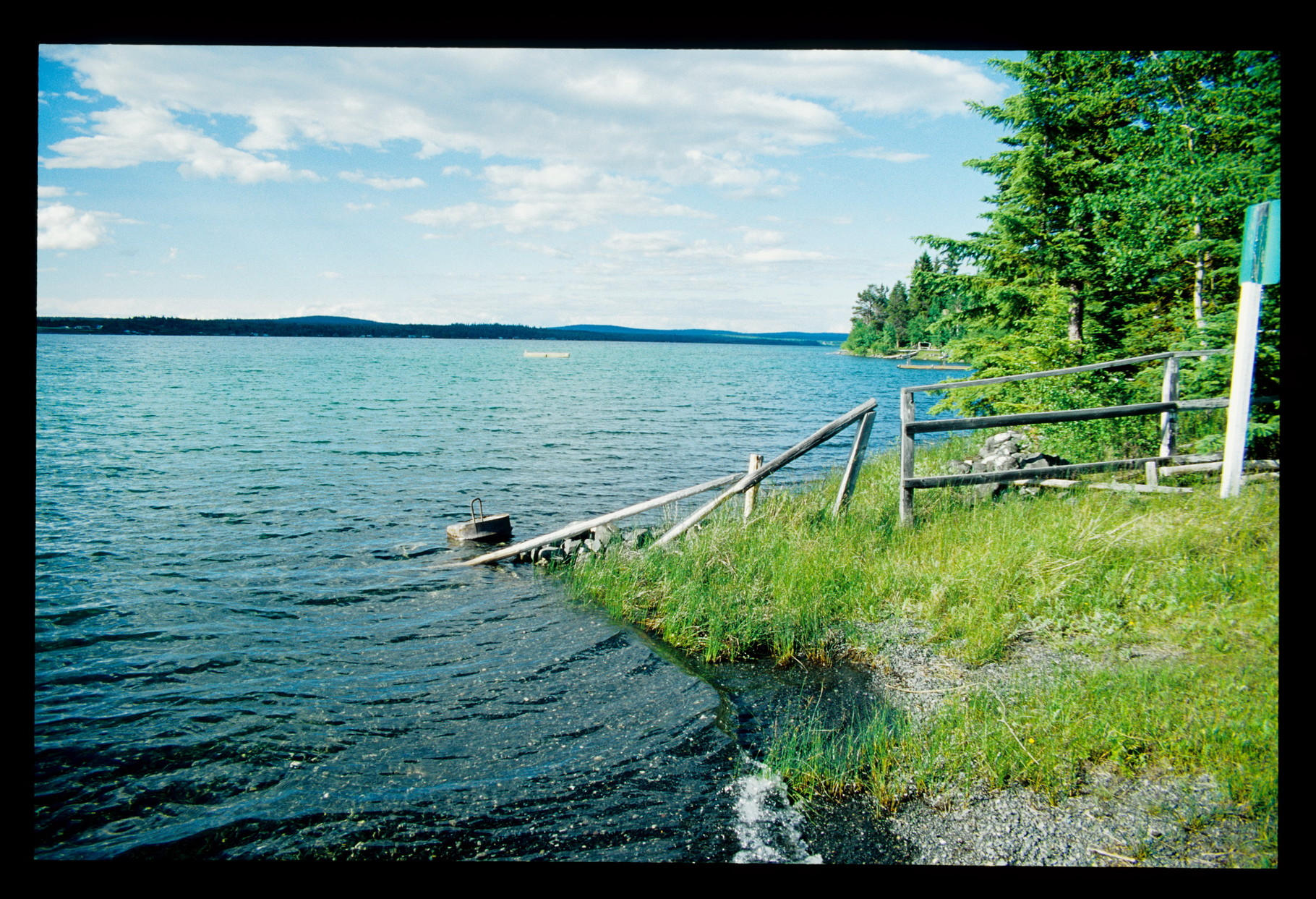 """Einer der vielen Seen in der Nähe des 100 Mile House auf der """"97"""""""