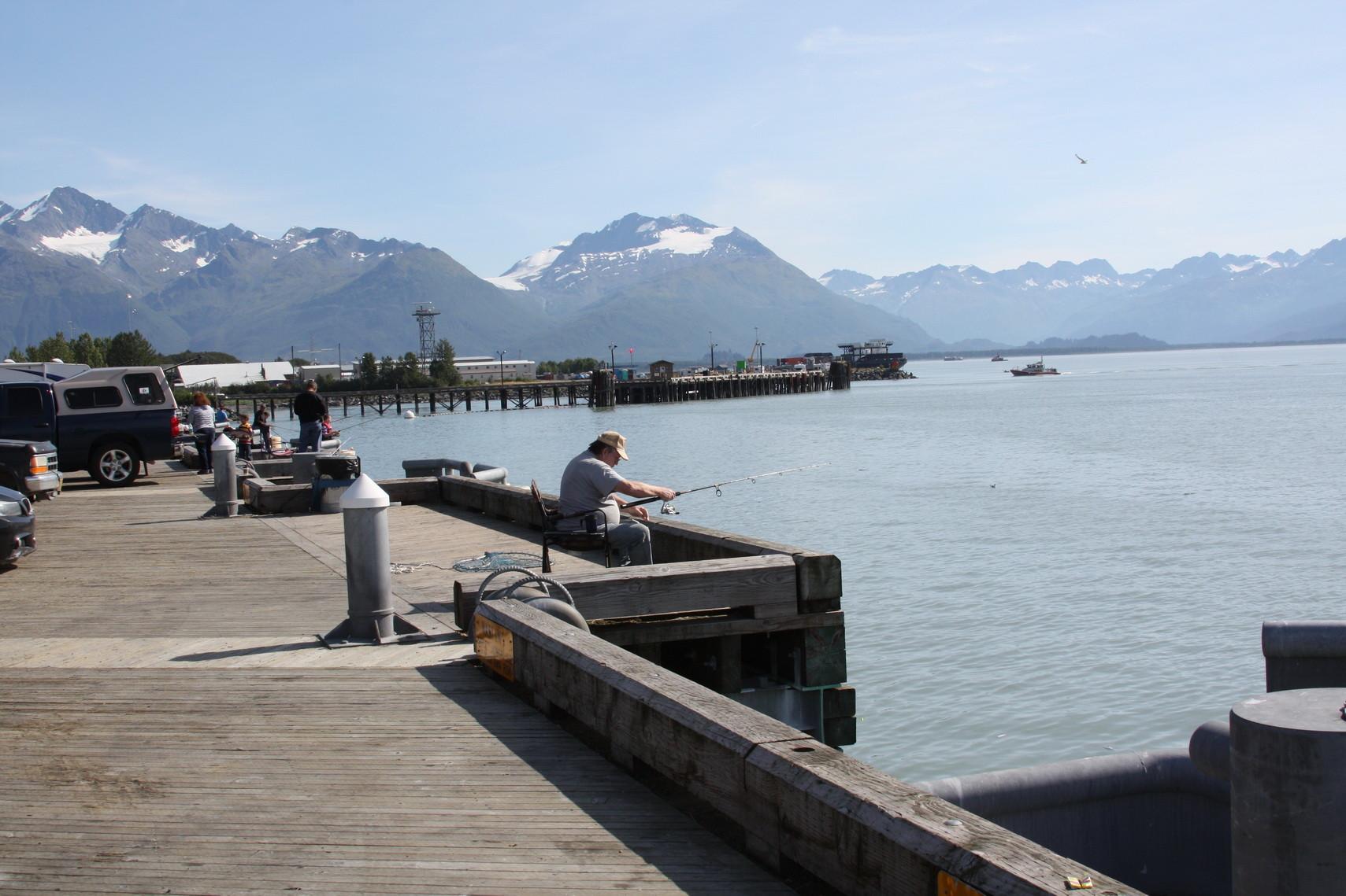 Valdez liegt sehr idyllisch, von hohen Bergen eingebettet.