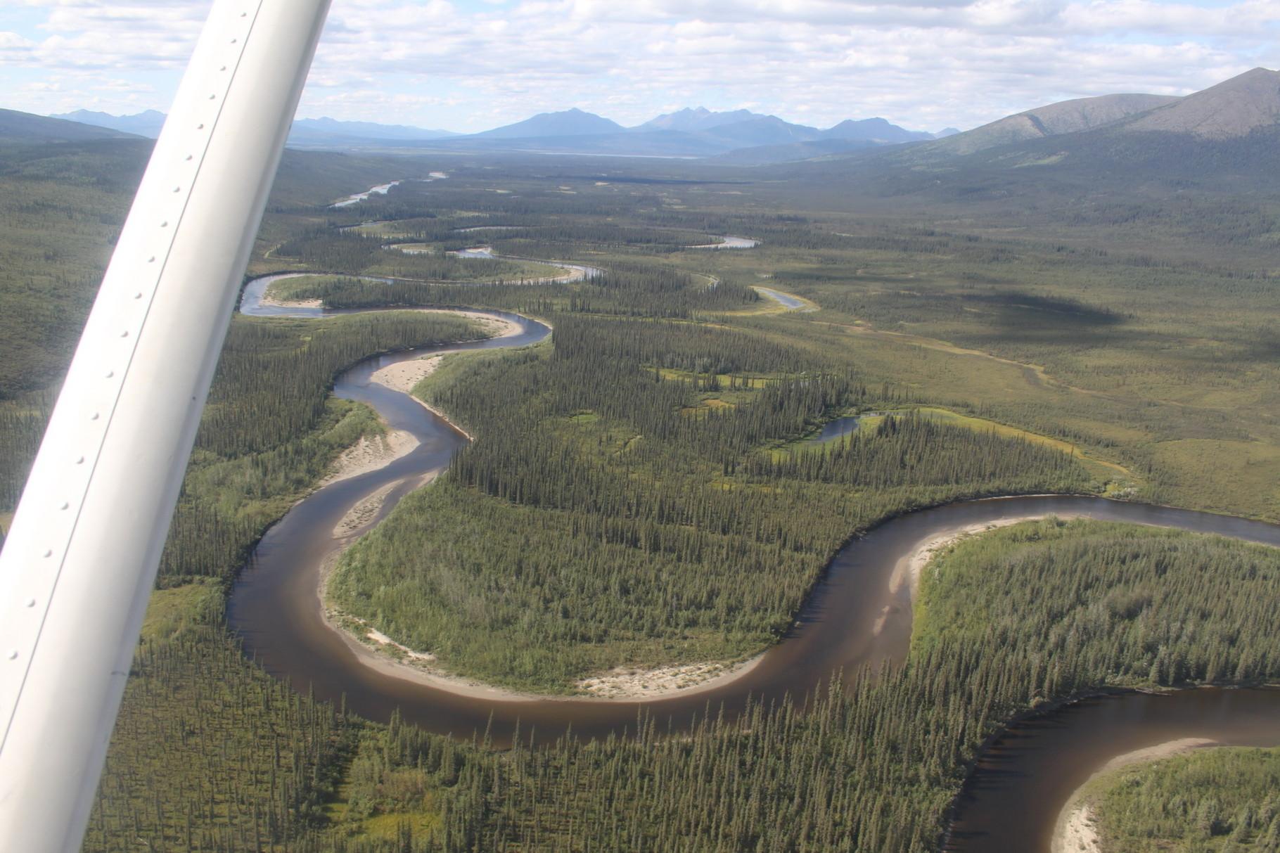 Der Alatna-River vom Flugzeug aus