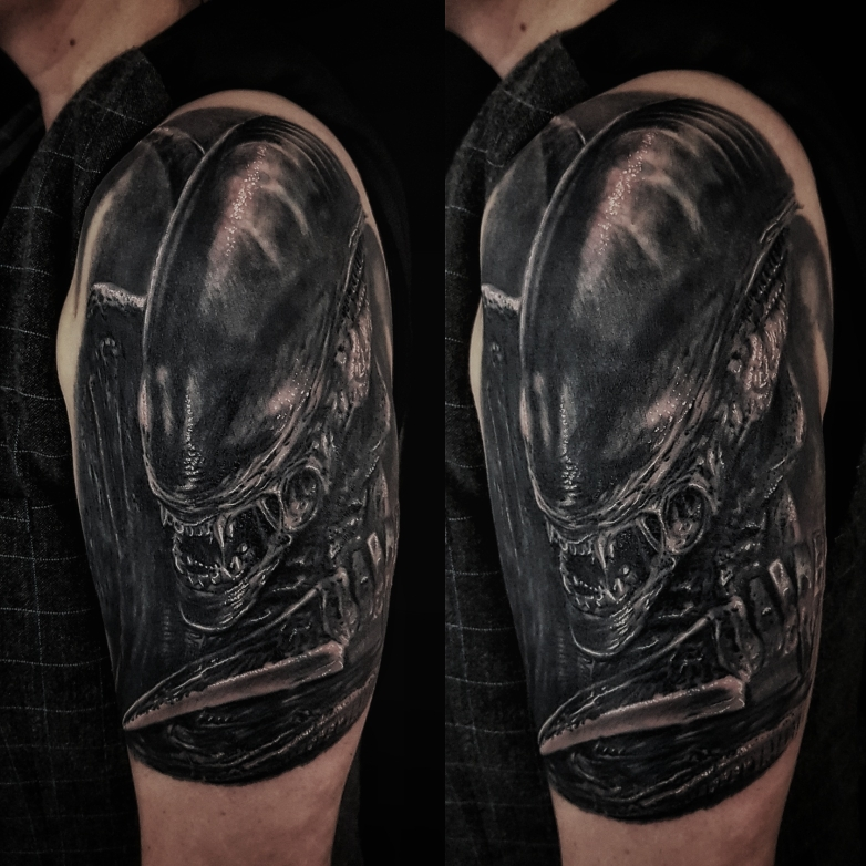 Alien Tattoo Josh Vangore Xenomorph Alien die Wiedergeburtg Giger Necronomicon finster böse diabolisch