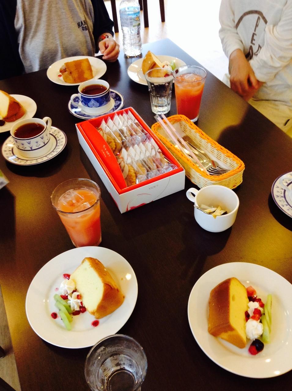 オレンジシフォンケーキとドリンクでお祝いしました。